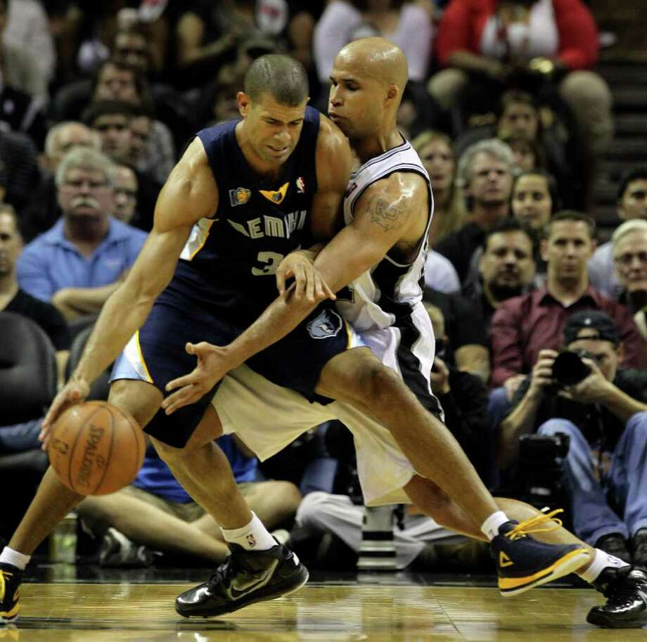 Spurs' Richard Jefferson (right) defends against Memphis Grizzlies' Shane Battier in the first round of the Western Conference playoffs at the AT&T Center on Wednesday, April 20, 2010. Kin Man Hui/kmhui@express-news.net Photo: KIN MAN HUI, Kin Man Hui/kmhui@express-news.net / San Antonio Express-News NFS