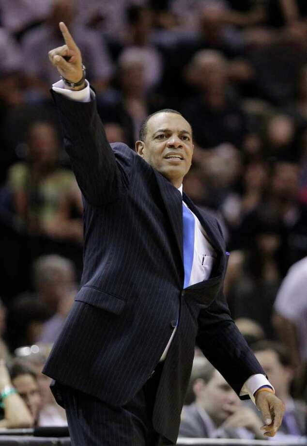 Memphis Grizzlies coach Lionel Hollins points during the first quarter of Game 2 of a first-round NBA basketball playoff series against the San Antonio Spurs, Wednesday, April 20, 2011, in San Antonio. Photo: AP