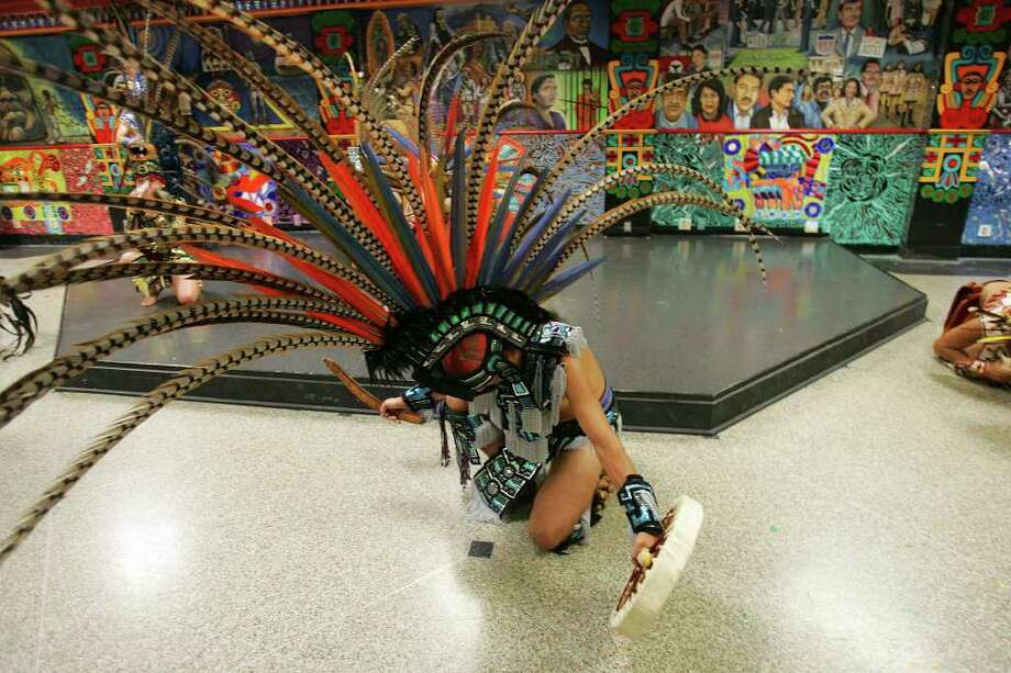 "Danza Azteca Tlaloc performs during San Antonio College and San Anto Cultural Arts unveiling of the mural/mosaic, ""Everything for Everyone...Nothing for Ourselves,"" on Monday, Oct. 3, 2005. Photo: JERRY LARA, SAN ANTONIO EXPRESS-NEWS / SAN ANTONIO EXPRESS-NEWS"