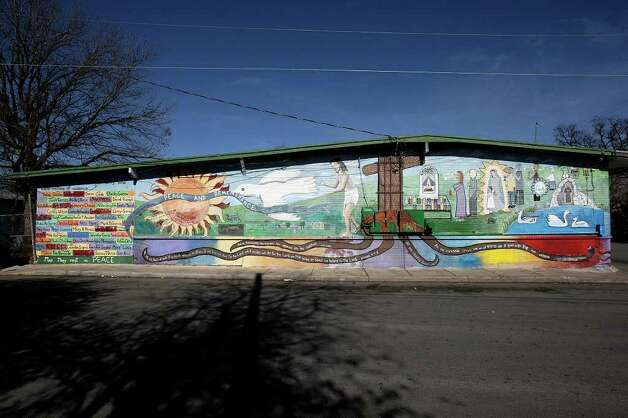 "A view of San Anto Cultural Arts ""Peace and Remembrance"" mural located at the corner of Trinity and San Patricio on Tuesday, Jan. 6, 2009. Photo: JERRY LARA, SAN ANTONIO EXPRESS-NEWS / glara@express-news.net"