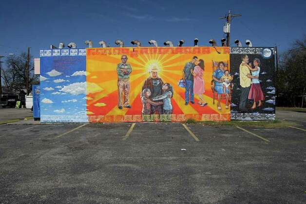 "The San Anto Cultural Arts ""Insomne de Amor"" mural is located at the corner of Zarzamora and Fran Fran on Tuesday, Jan. 6, 2009.  Photo: JERRY LARA, SAN ANTONIO EXPRESS-NEWS / glara@express-news.net"