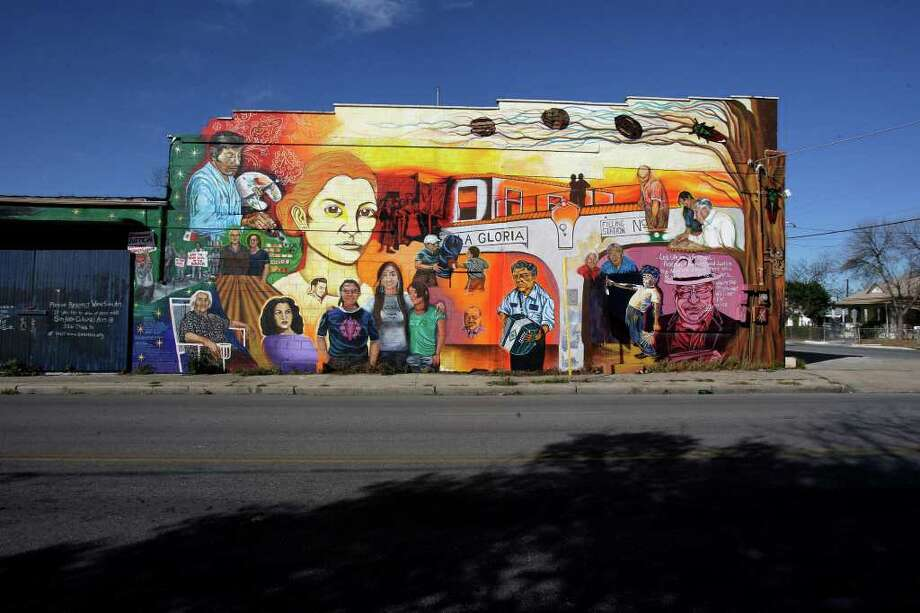 "San Anto Cultural Arts ""Lideres De La Comunidad"" Murals located the corner of Buena Vista and South Colorado on Tuesday, Jan. 6, 2009.  Photo: JERRY LARA, SAN ANTONIO EXPRESS-NEWS / glara@express-news.net"