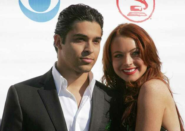 juliecooper KRT ENTERTAINMENT STORY SLUGGED: LATINGRAMMY KRT PHOTOGRAPH BY DEBBIE VANSTORY/ABACA PRESS (September 2) Wilmer Valderrama and Lindsay Lohan attend the fifth annual Latin Grammy Awards, held at The Shrine Auditorium in Los Angeles, California, on September 1, 2004. (cdm) 2004 (Diversity) Photo: DEBBIE VANSTORY, KRT / Copyright 2004 by Debbie VanStory