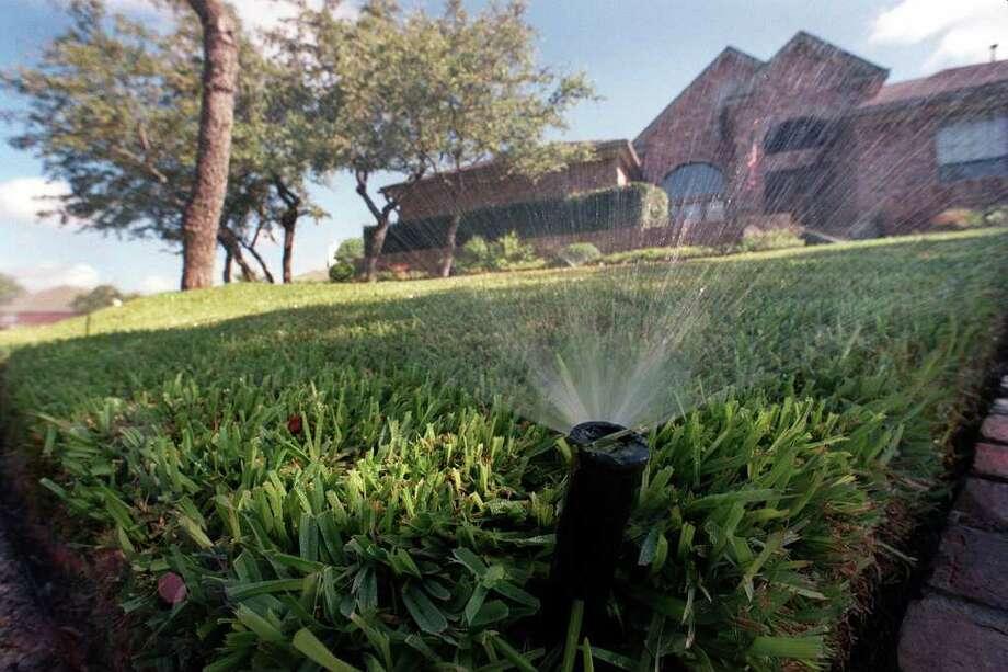 SA LIFE/Tracy---------An automatic sprinkler system at 8723 London heights.Staff/Gloria Ferniz Photo: GLORIA FERNIZ / San Antonio Express-News