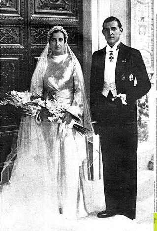 Juan de Bourbon, Earl of Barcelona, Spain, heir to the Spanish throne , stands next to his wife, Maria de las Mercedesde Borbon y Orleans (Duchess of Barcelona) after they were married in Rome, Italy, October 12, 1935. (AP Photo/Str)
