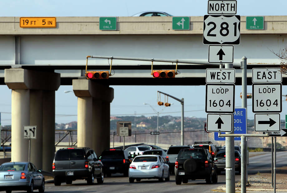 About 245,000 vehicles travel between U.S. 281 and Loop 1604 every day, a figure that is expected to double by 2035. Photo: Kin Man Hui/kmhui@express-news.net