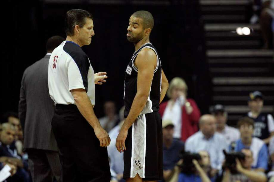 SPURS -- San Antonio Spurs Tony Parker reacts to a converstation with official Greg Willard during first half against the Memphis Grizzlies during the first half in the third game of the Western Conference Quarter First Round at FedExForum in Memphis, TN, April 23, 2011. JERRY LARA/glara@express-news.net / SAN ANTONIO EXPRESS-NEWS (NFS)