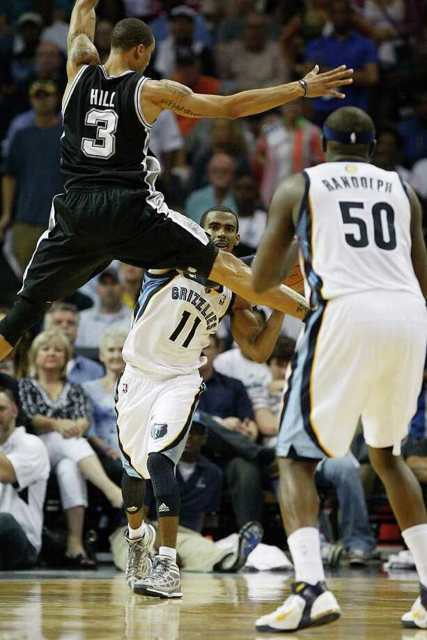 San Antonio Spurs George Hill attempts to breakup a pass between Memphis Grizzlies Mike Conley and Zach Randolph during the second half in the third game of the Western Conference Quarter First Round at FedExForum in Memphis, TN, April 23, 2011. The Grizzlies won 91-88 and go up 2-1 in the series. JERRY LARA/glara@express-news.net / SAN ANTONIO EXPRESS-NEWS (NFS)