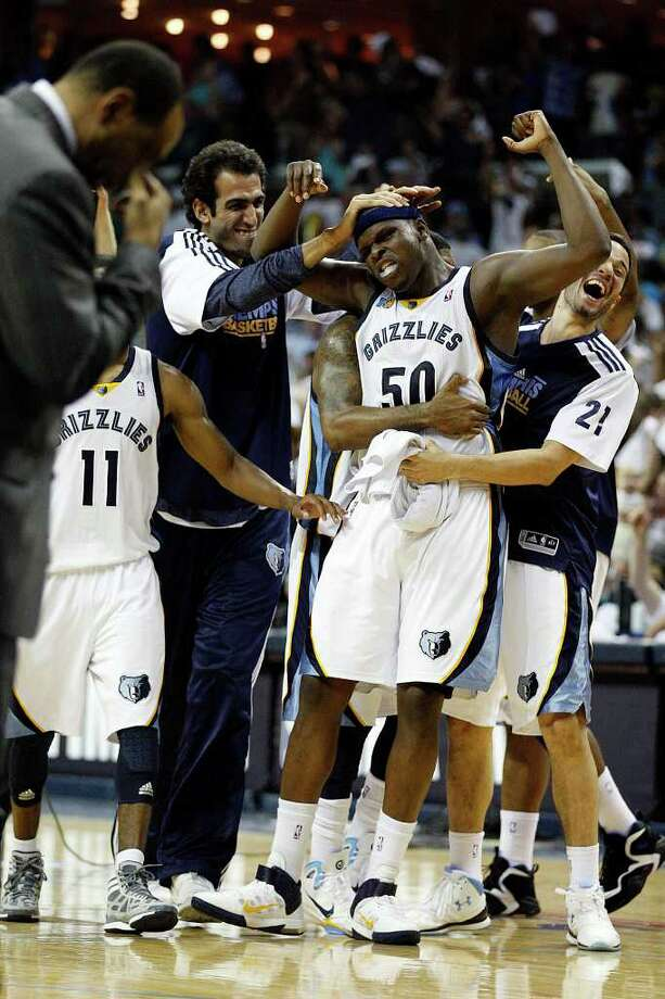 SPURS -- Memphis Grizzlies Zach Randolph celebrates with teammates after sinking a last seconds three-pointer that led to their victory against the San Antonio Spurs in the third game of the Western Conference Quarter First Round at FedExForum in Memphis, TN, April 23, 2011. The Grizzlies won 91-88 and go up 2-1 in the series. JERRY LARA/glara@express-news.net / SAN ANTONIO EXPRESS-NEWS (NFS)