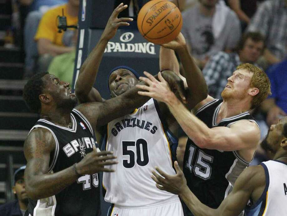 SPURS -- San Antonio Spurs DeJuan Blair and Matt Bonner surround Memphis Grizzlies Zach Randolph during a rebound in the first half in the third game of the Western Conference Quarter First Round at FedExForum in Memphis, TN, April 23, 2011. JERRY LARA/glara@express-news.net / SAN ANTONIO EXPRESS-NEWS (NFS)