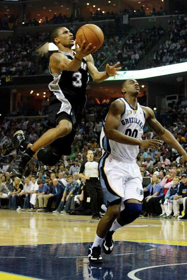 Spurs George Hill drives through Memphis Grizzlies Darrell Arthur during the first half in the third game of the Western Conference First Round at FedExForum in Memphis, TN, April 23, 2011. JERRY LARA/glara@express-news.net / SAN ANTONIO EXPRESS-NEWS (NFS)