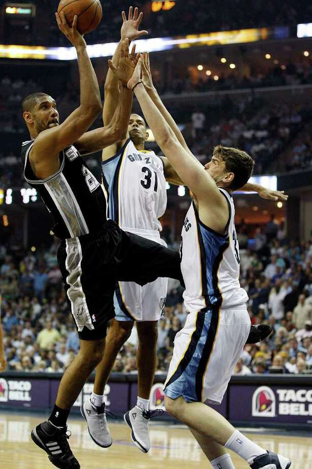 Spurs Tim Duncan tries to get through Memphis Grizzlies Shane Battier, center, and Marc Gasol during the second half of game four of the Western Conference First Round at FedExForum in Memphis, TN, Monday, April 25, 2011. The Grizzlies won 104-86 and lead the series, 3-1. JERRY LARA/glara@express-news.net / SAN ANTONIO EXPRESS-NEWS (NFS)