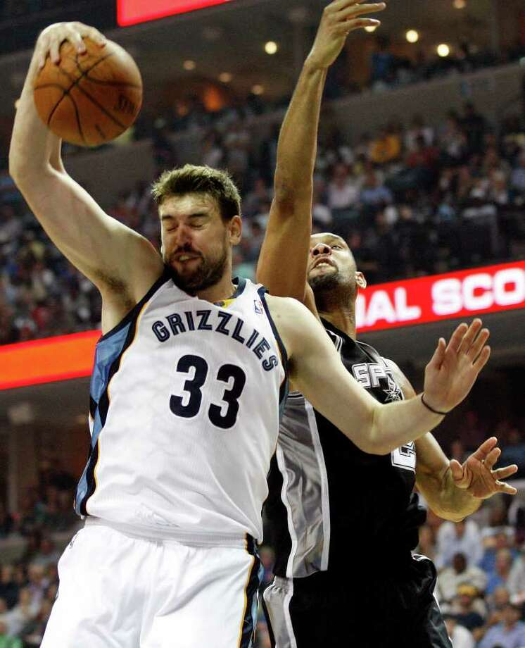 Memphis Grizzlies Marc Gasol beats Spurs Tim Duncan to a rebound during the first half of game four of the Western Conference First Round at FedExForum in Memphis, TN, Monday, April 25, 2011. JERRY LARA/glara@express-news.net / SAN ANTONIO EXPRESS-NEWS (NFS)