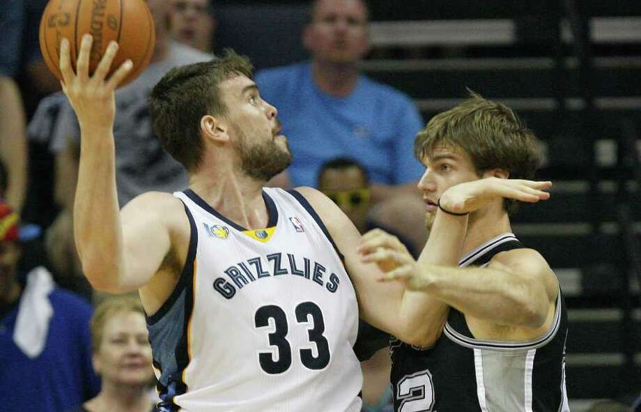Memphis Grizzlies Marc Gasol shoots over San Antonio Spurs Tiago Splitter during the first half of game four of the Western Conference First Round at FedExForum in Memphis, TN, Monday, April 25, 2011. JERRY LARA/glara@express-news.net / SAN ANTONIO EXPRESS-NEWS (NFS)