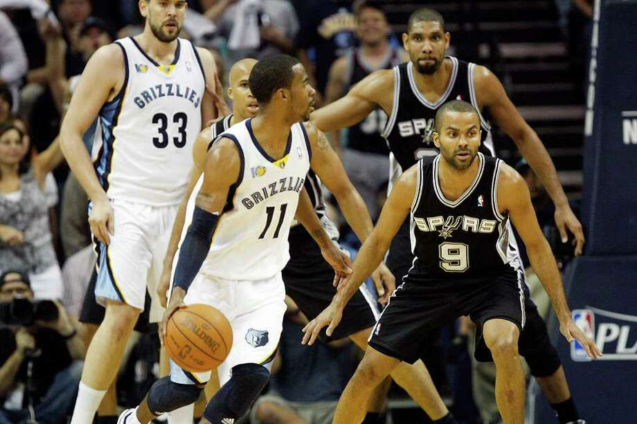 Spurs Tony Parker, Richard Jefferson and Tim Duncan try to stop Memphis Grizzlies Mike Conley during the first half of game four of the Western Conference First Round at FedExForum in Memphis, TN, Monday, April 25, 2011. JERRY LARA/glara@express-news.net / SAN ANTONIO EXPRESS-NEWS (NFS)