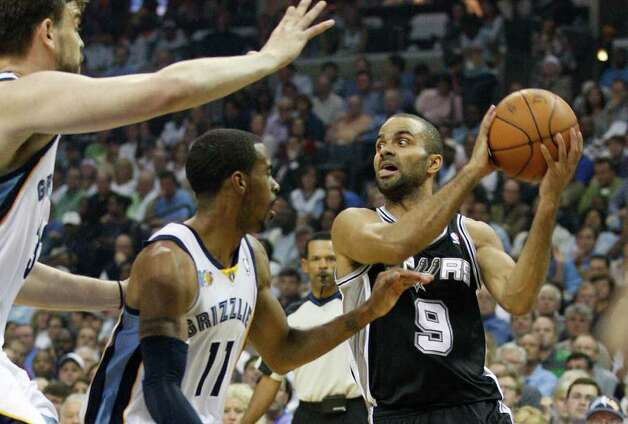 Spurs Tony Parker looks to pass the ball under pressure from Marc Gasol, left and Mike Conley Memphis Grizzlies during the first half of game four of the Western Conference First Round at FedExForum in Memphis, TN, Monday, April 25, 2011. JERRY LARA/glara@express-news.net / SAN ANTONIO EXPRESS-NEWS (NFS)