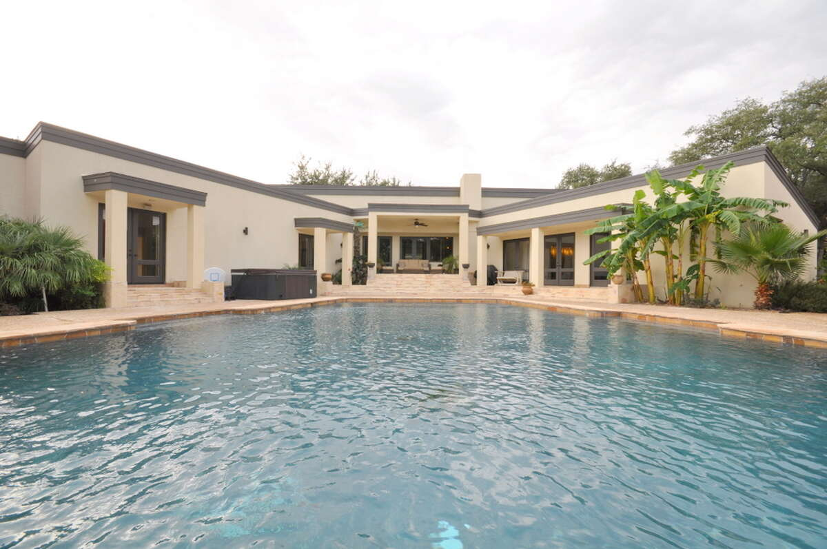 Financial Con According to Fixr (a website specializing in home improvement), the average in-ground pool ends up costing just under $22,000.
