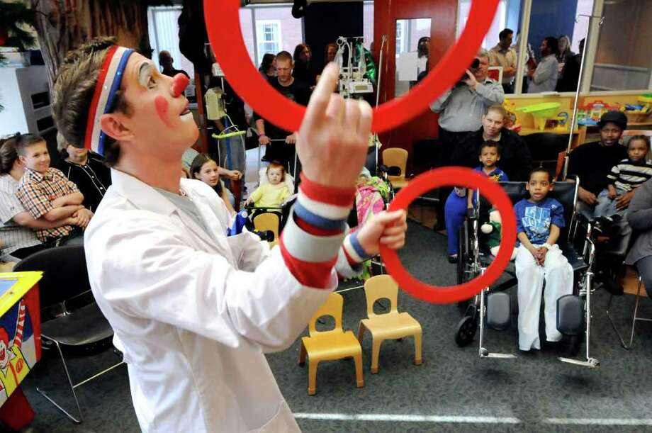 "Ringling Brothers and Barnum and Bailey Circus clown Mike Richter juggles to entertain young patients and their families on Tuesday, April 26, 2011, at Albany Medical Center in Albany, N.Y. The ""Greatest Show on Earth"" will be at the Times Union Center from May 5 to 8. (Cindy Schultz / Times Union) Photo: Cindy Schultz"