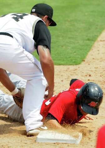 San Antonio Mission first-base man Kyle Blanks is late tagging Frisco RoughRiders David Paisano during the game at Wolff Stadium, Tuesday, April 26, 2011. The Missions won the game which ended in controversy, 6-5.  Photo Bob Owen/rowen@express-news.net Photo: Bob Owen, Bob Owen/Express-News / rowen@express-news.net