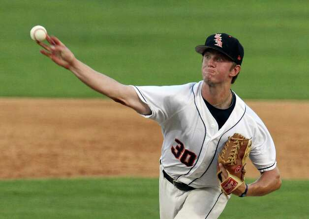 UTSA's Matt Sims (30) took over pitching duties for starter Michael Kraft in the fourth inning against Baylor. Photo: Kin Man Hui/kmhui@express-news.net / San Antonio Express-News