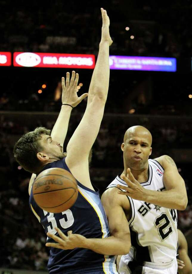 San Antonio Spurs forward Richard Jefferson (24) passes around  Memphis Grizzlies center Marc Gasol (33) in Game 5 of the first round of the Western Conference playoff at the AT&T Center on Wednesday, April 27, 2011. Kin Man Hui/kmhui@express-news.net Photo: KIN MAN HUI, Kin Man Hui/kmhui@express-news.net / San Antonio Express-News NFS