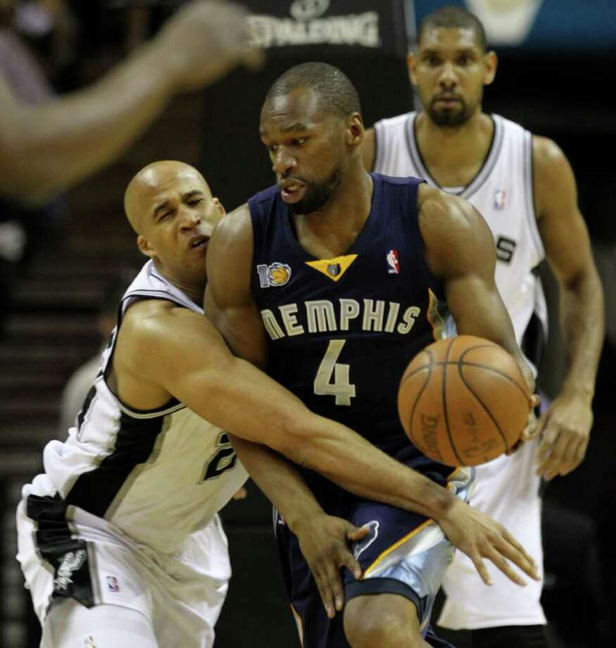 San Antonio Spurs forward Richard Jefferson (24) reaches around Memphis Grizzlies forward Sam Young (4) in Game 5 of the first round of the Western Conference playoff at the AT&T Center on Wednesday, April 27, 2011. Kin Man Hui/kmhui@express-news.net Photo: KIN MAN HUI, Kin Man Hui/kmhui@express-news.net / San Antonio Express-News NFS