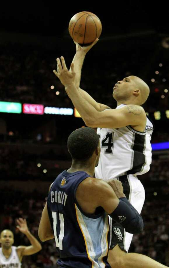 San Antonio Spurs forward Richard Jefferson (24) shoots over  Memphis Grizzlies guard Mike Conley (11) in Game 5 of the first round of the Western Conference playoff at the AT&T Center on Wednesday, April 27, 2011. Kin Man Hui/kmhui@express-news.net Photo: KIN MAN HUI, Kin Man Hui/kmhui@express-news.net / San Antonio Express-News NFS