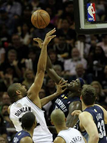 San Antonio Spurs forward Tim Duncan (21) shoots against  Memphis Grizzlies forward Zach Randolph (50) in Game 5 of the first round of the Western Conference playoff at the AT&T Center on Wednesday, April 27, 2011. Kin Man Hui/kmhui@express-news.net Photo: KIN MAN HUI, Kin Man Hui/kmhui@express-news.net / San Antonio Express-News NFS