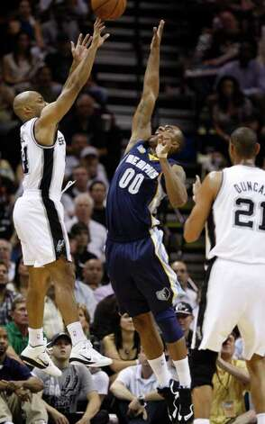 SPURS -- San Antonio Spurs guard Gary Neal (14) shoots over  Memphis Grizzlies forward Darrell Arthur (00) during the first half of game five of the Western Conference First Round at AT&T Center, Wednesday, April 27, 2011. JERRY LARA/glara@express-news.net Photo: JERRY LARA, JERRY LARA/glara@express-news.net / SAN ANTONIO EXPRESS-NEWS (NFS)