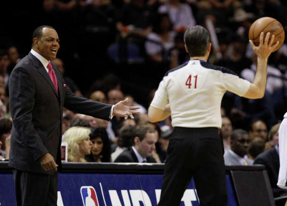 SPURS -- Memphis Grizzlies coach Lionel Hollins gestures towards official Ken Mauer during the first half of game five of the Western Conference First Round at AT&T Center, Wednesday, April 27, 2011. JERRY LARA/glara@express-news.net Photo: JERRY LARA, JERRY LARA/glara@express-news.net / SAN ANTONIO EXPRESS-NEWS (NFS)