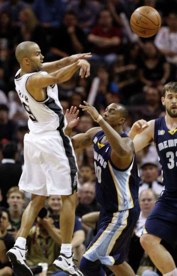 SPURS -- San Antonio Spurs guard Tony Parker (9) passes over  Memphis Grizzlies forward Darrell Arthur (00) and  Memphis Grizzlies center Marc Gasol (33) during the first half of game five of the Western Conference First Round at AT&T Center, Wednesday, April 27, 2011. JERRY LARA/glara@express-news.net Photo: JERRY LARA, JERRY LARA/glara@express-news.net / SAN ANTONIO EXPRESS-NEWS (NFS)