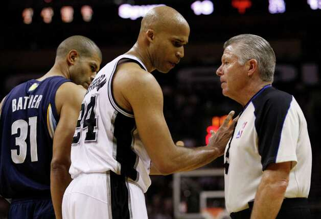 SPURS -- San Antonio Spurs forward Richard Jefferson (24) talks to an official as  Memphis Grizzlies forward Shane Battier (31) looks on during the first half of game five of the Western Conference First Round at AT&T Center, Wednesday, April 27, 2011. JERRY LARA/glara@express-news.net Photo: JERRY LARA, JERRY LARA/glara@express-news.net / SAN ANTONIO EXPRESS-NEWS (NFS)