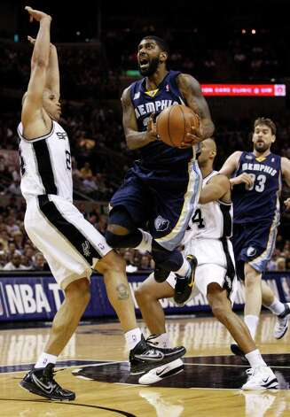 SPURS --  Memphis Grizzlies guard O.J. Mayo (32) drives to the hoops against San Antonio Spurs forward Richard Jefferson (24) during the first half of game five of the Western Conference First Round at AT&T Center, Wednesday, April 27, 2011. JERRY LARA/glara@express-news.net Photo: JERRY LARA, JERRY LARA/glara@express-news.net / SAN ANTONIO EXPRESS-NEWS (NFS)