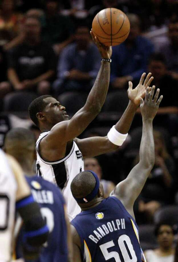 SPURS -- San Antonio Spurs forward Antonio McDyess (34) shoots over  Memphis Grizzlies forward Zach Randolph (50) during the first half of game five of the Western Conference First Round at AT&T Center, Wednesday, April 27, 2011. JERRY LARA/glara@express-news.net Photo: JERRY LARA, JERRY LARA/glara@express-news.net / SAN ANTONIO EXPRESS-NEWS (NFS)