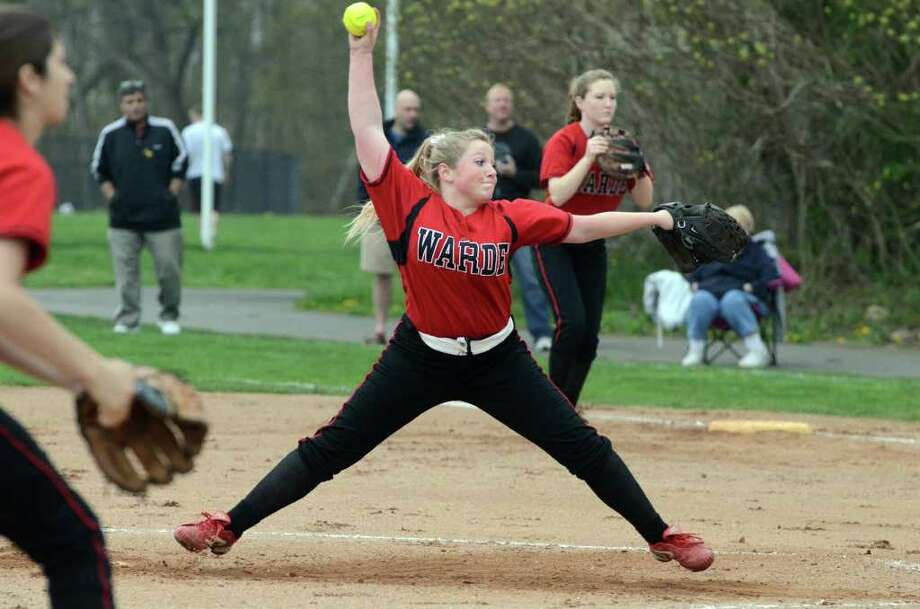 Fairfield Warde's Heather Vanderheyden pitches during the softball game against Trumbull on Wednesday, Apr. 27, 2011. Photo: Amy Mortensen / Connecticut Post Freelance