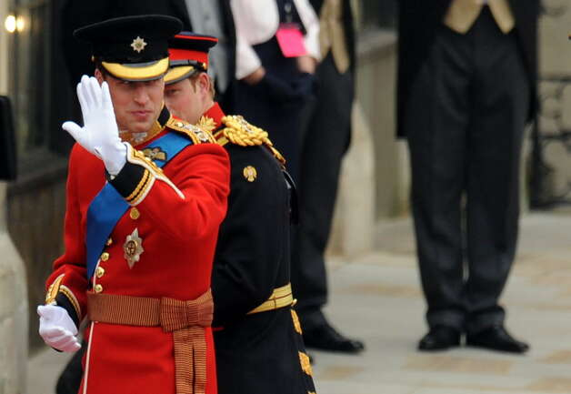 Britain's Prince William (L) arrives with his brother Prince Harry at the West Door of Westminster Abbey for his wedding, in London on April 29, 2011. AFP PHOTO / BEN STANSALL (Photo credit should read BEN STANSALL/AFP/Getty Images)