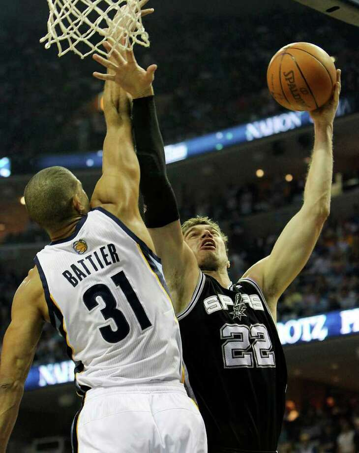 Spurs' Tiago Splitter (22) shoots against Memphis Grizzlies' Shane Battier (31) in the first half in Game 6 of the first round of the Western Conference playoff at the FedEx Forum in Memphis on Friday, April 29, 2011. Kin Man Hui/kmhui@express-news.net Photo: KIN MAN HUI, Kin Man Hui/kmhui@express-news.net / San Antonio Express-News NFS