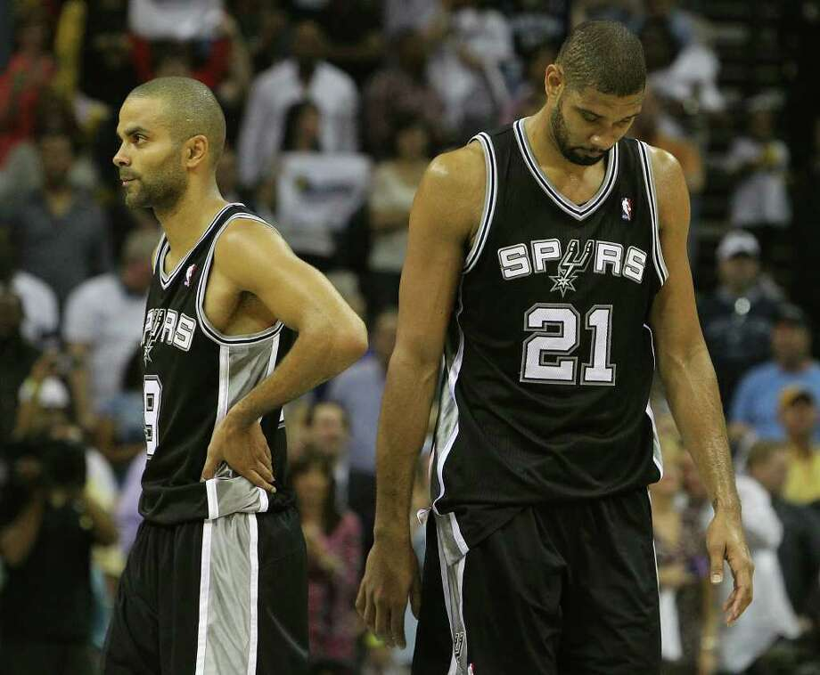 Spurs' Tony Parker (left) and Tim Duncan endure the last moments of their game against the Memphis Grizzlies in the fourth quarter in Game 6 of the first round of the Western Conference playoff at the FedEx Forum in Memphis on Friday, April 29, 2011. Spurs lost, 91-99. Kin Man Hui/kmhui@express-news.net Photo: KIN MAN HUI, Kin Man Hui/kmhui@express-news.net / San Antonio Express-News NFS