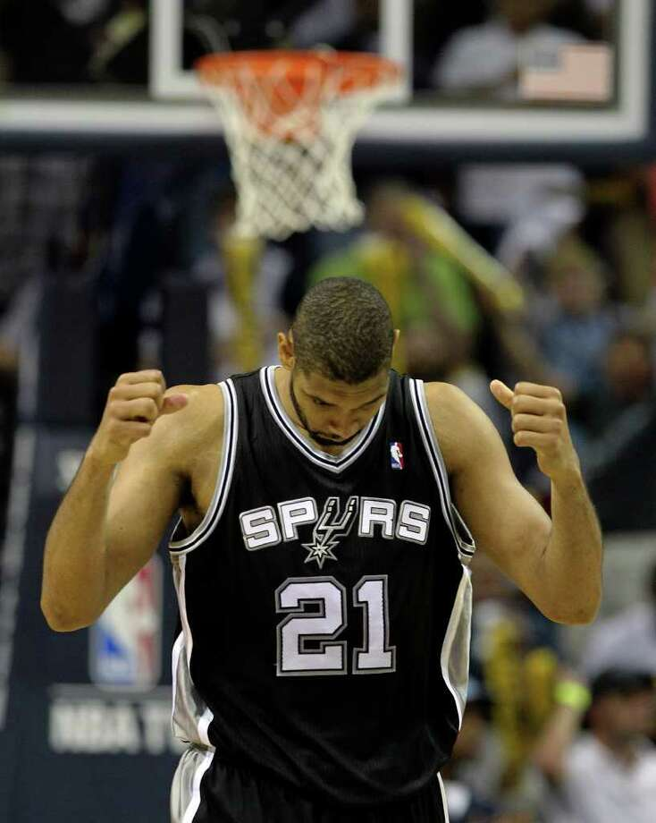 Spurs' Tim Duncan reacts after missing a pass to a teammate in the closing moments of the game against the Memphis Grizzlies in Game 6 of the first round of the Western Conference playoff at the FedEx Forum in Memphis on Friday, April 29, 2011. Spurs lost, 91-99. Kin Man Hui/kmhui@express-news.net Photo: KIN MAN HUI, Kin Man Hui/kmhui@express-news.net / San Antonio Express-News NFS