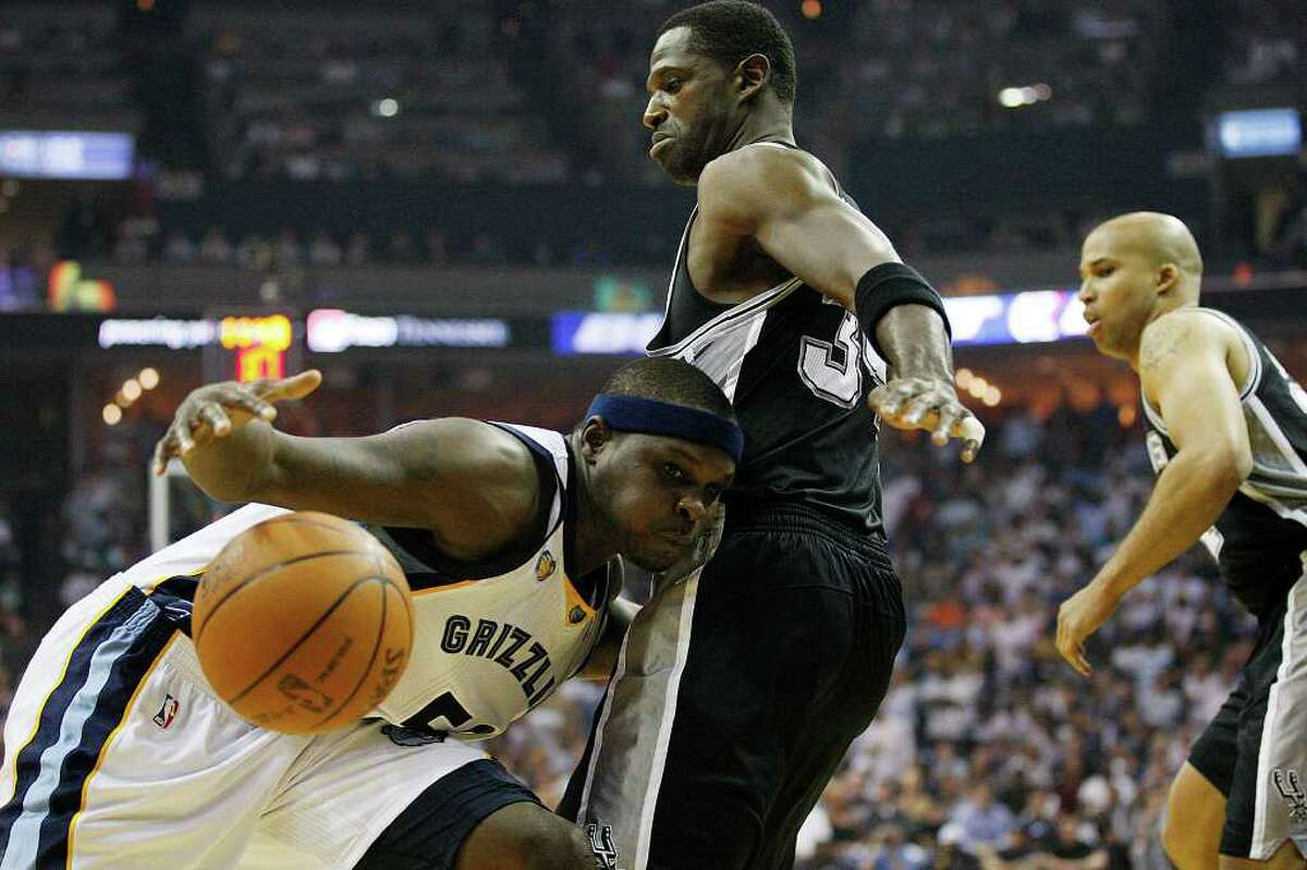 SPURS -- Memphis Grizzlies Zach Randolph tries to get through Antonio McDyess and Richard Jefferson during first half of game six of the Western Conference First Round at FedExForum, Friday, April 29, 2011. JERRY LARA/glara@express-news.net
