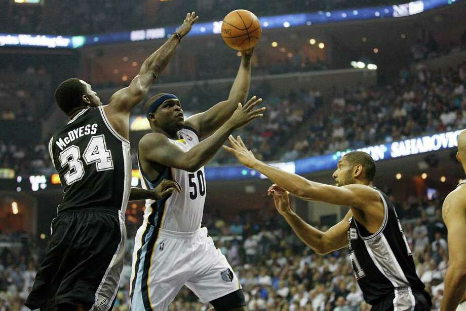 SPURS -- San Antonio Spurs Antonio McDyess and Tim Duncan defend against Memphis Grizzlies Zach Randolph during first half of game six of the Western Conference First Round at FedExForum, Friday, April 29, 2011. JERRY LARA/glara@express-news.net Photo: JERRY LARA, JERRY LARA/glara@express-news.net / SAN ANTONIO EXPRESS-NEWS (NFS)