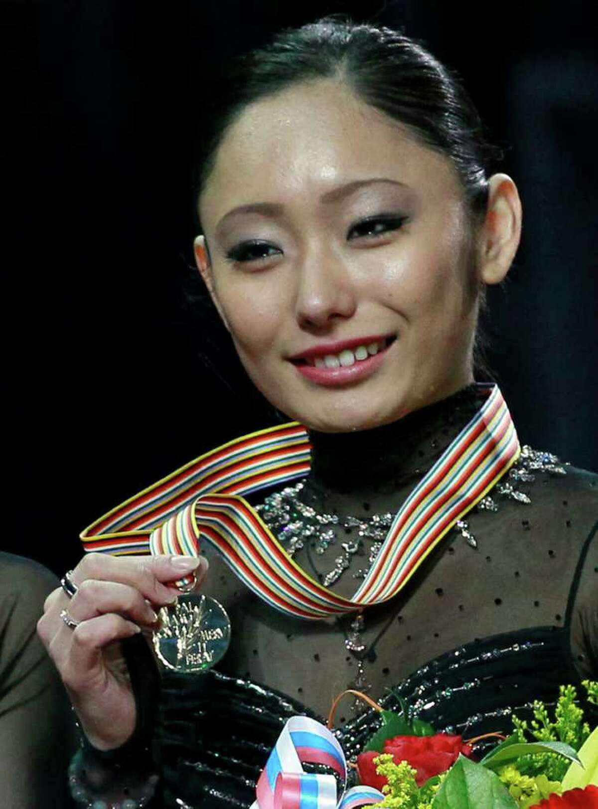 Japan's Miki Ando shows off her gold medal after performing her free program at the ISU Figure Skating World championships in Moscow, Russia, Saturday, April 30, 2011. (AP Photo/Dmitry Lovetsky)