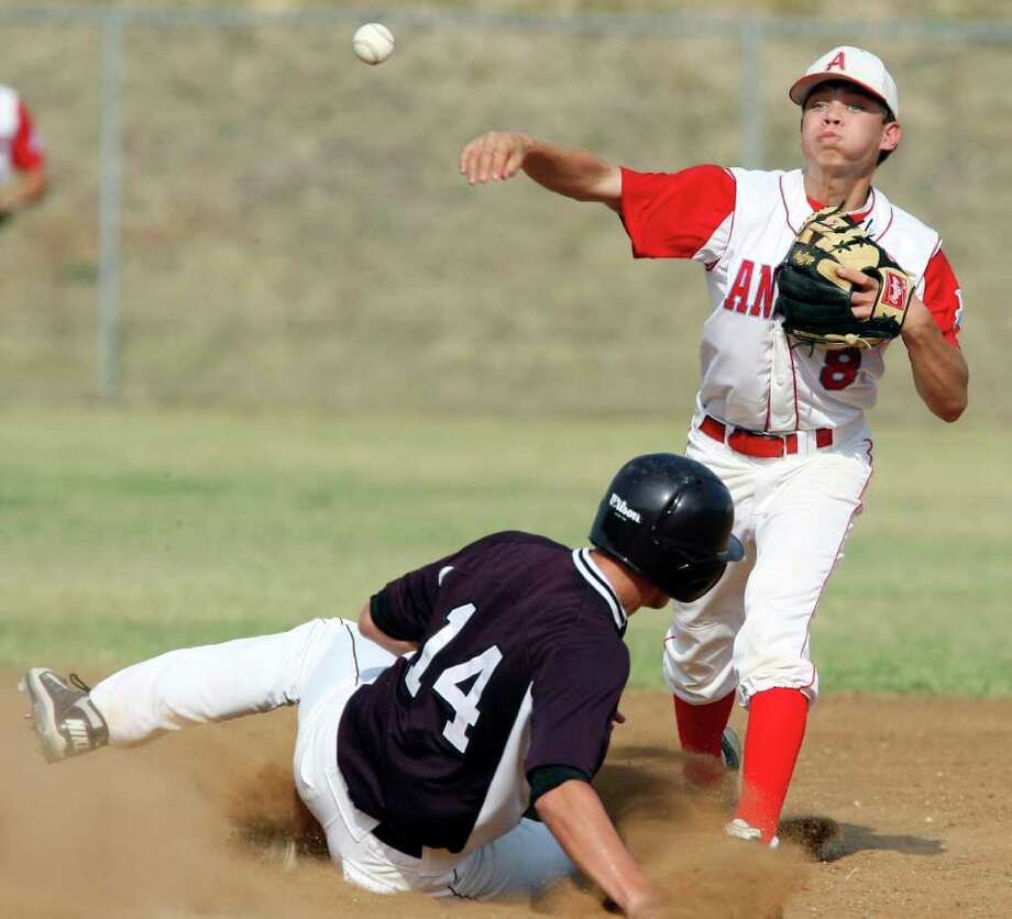 Antonian's Blake Rowan starts a double play by forcing out Austin St. Michael's Will Stanka last week in the Apaches' 3-1 victory. Photo: EDWARD A. ORNELAS, Edward A. Ornelas/Express-News / SAN ANTONIO EXPRESS-NEWS (NFS)
