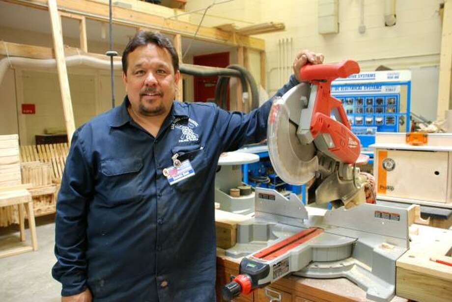 LINDSAY PEYTON: FOR THE CHRONICLE READY TO BUILD: Dennis Hom teaches construction technology at Oak Ridge High School. Photo: ALL