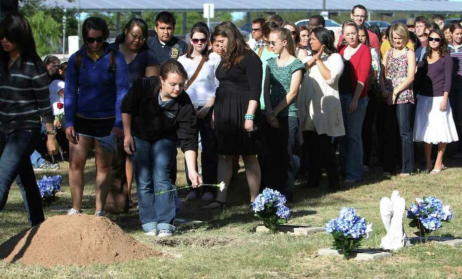 Members of the University of Texas Health Science Center's freshman class place carnations in the resting place place for the cremated remains of donors during a memorial service at UTHSC's Greehey Campus on Tuesday, May 3, 2011. The service paid homage to individuals and their families for donating in the name of medicine. A reverent ceremony marked with bagpipes and the laying of flowers signified the university's appreciation to the donors. Kin Man Hui/kmhui@express-news.net Photo: KIN MAN HUI, Kin Man Hui/kmhui@express-news.net / San Antonio Express-News