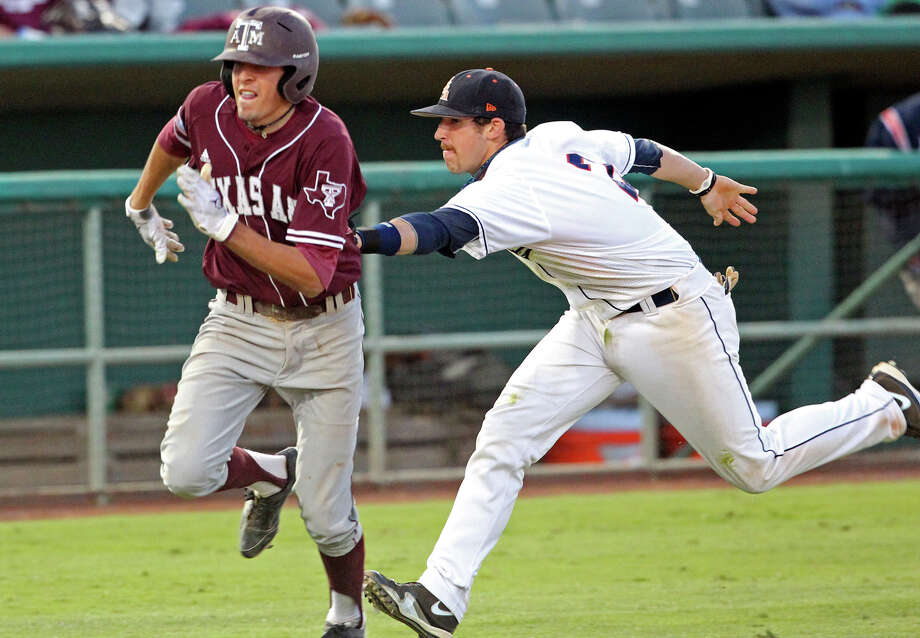 Roadrunners shortstop R.J. Perucki gets the tag out on Aggies runner Matt Juengel, who was caught off the bag on a bunt, to close the ninth inning as UTSA plays Texas A&M at Wolff Stadium on Tuesday, May 3, 2011. Photo: Tom Reel/Express-News /  2011 San Antonio Express-News