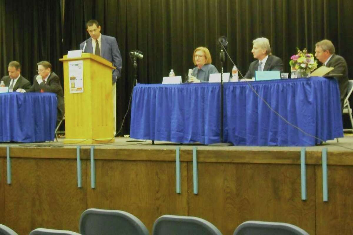 Alamo Heights City Council contenders debate the issues at the Alamo Heights Neighbohood Association-sponsored candidate forum at Cambridge Elementary School. At center is moderator David Martin Davies.