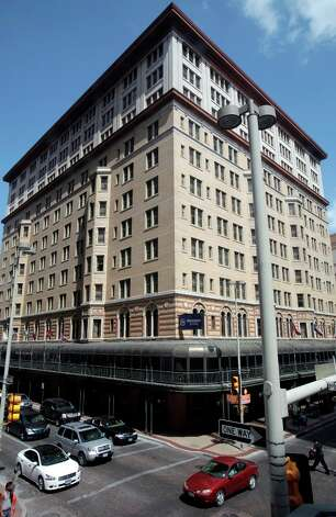 The Sheraton Gunter Hotel (Express-News file photo) Photo: Bob Owen Rowen@express-news.net