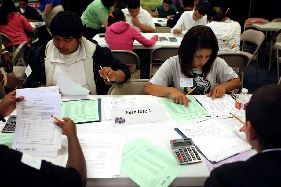 Students learn to manage a budget at Finance Park, where classes offer hands-on instruction in basic finances. Photo: Helen L. Montoya, San Antonio Express-News / hmontoya@express-news.net