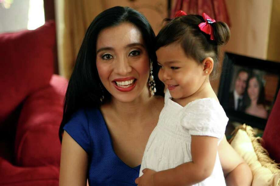 Erica Castro and her daughter Carina, 2.  Erica is a working mom who is a math specialist for NISD. Photo: HELEN L. MONTOYA, SAN ANTONIO EXPRESS-NEWS / SAN ANTONIO EXPRESS-NEWS